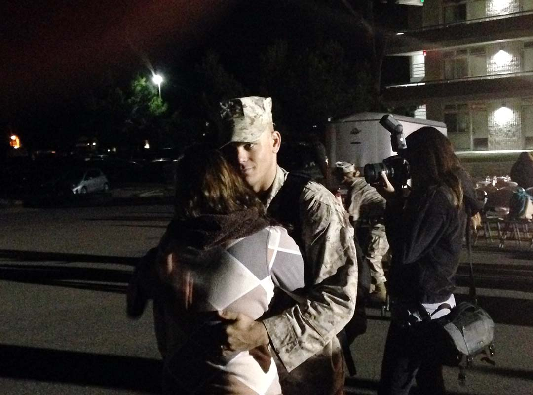 1st MAR Return Middle East-Marine & Wife embrace